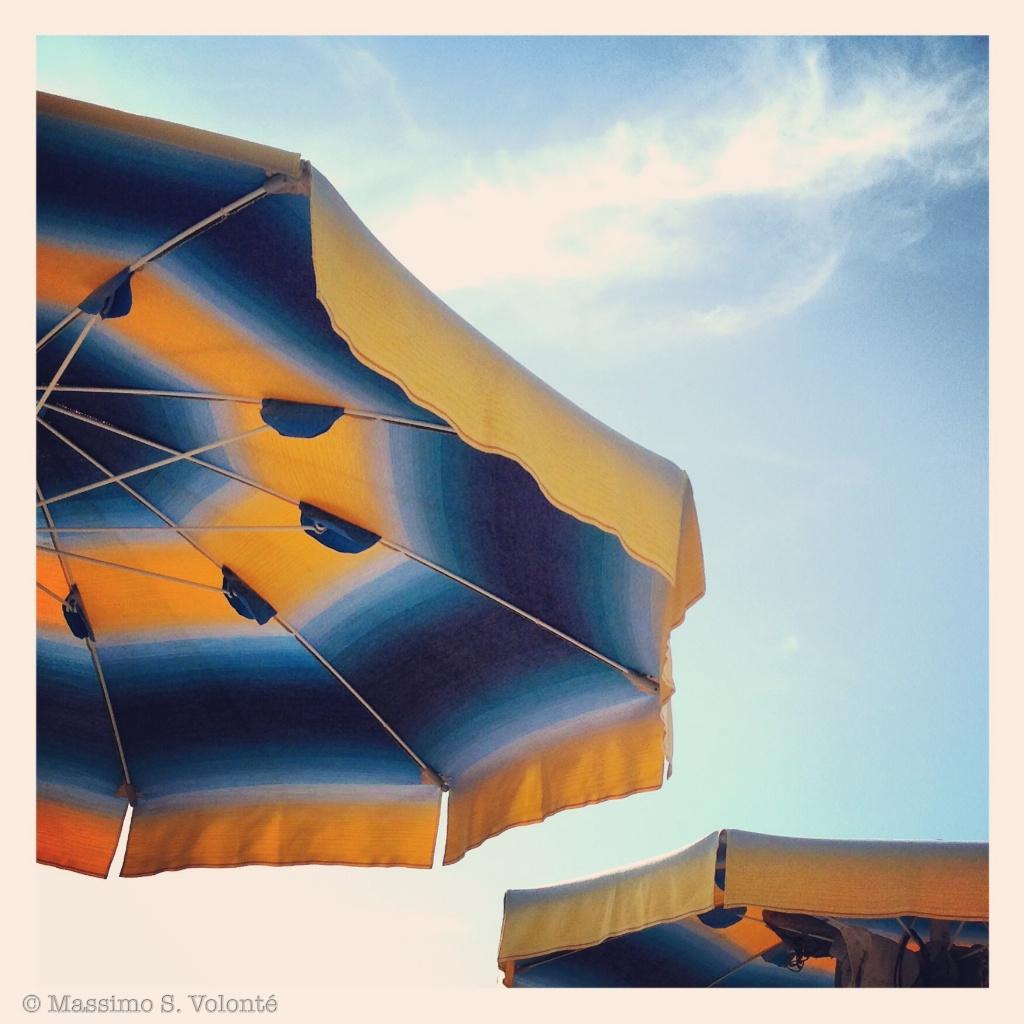 Fuzzy status 1 - Sun umbrellas