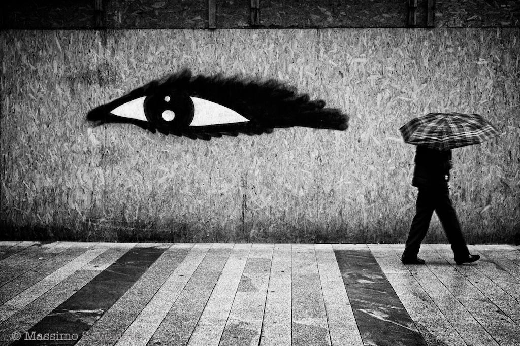volonte photographer milano - giant eye graffiti and  person with umbrella