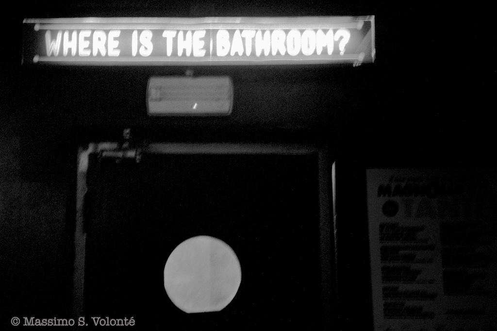 volonte fotografo milano - where is the bathroom?
