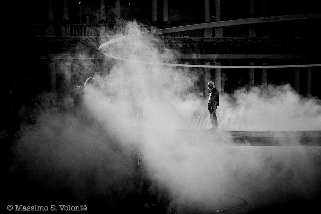 A man alone surrounded by smoke, monocrome, fotografo milano