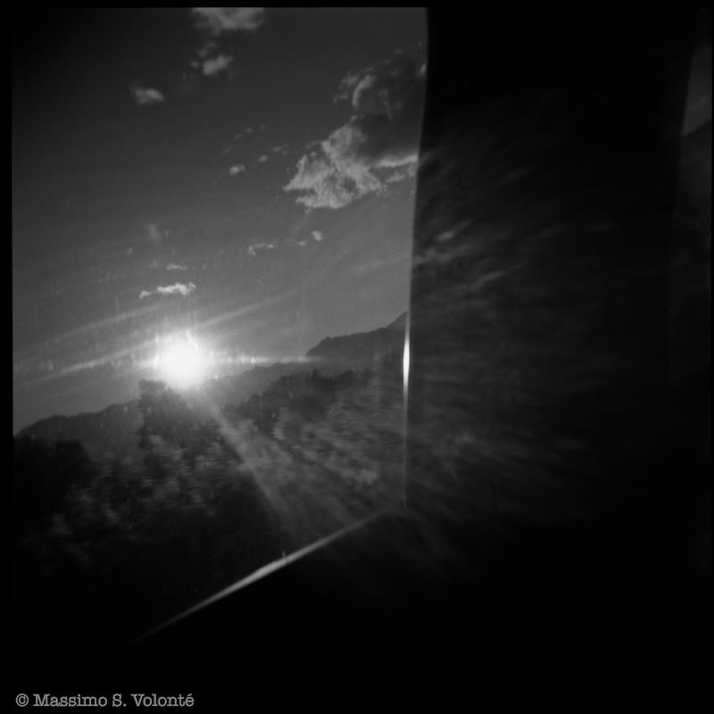 Sunset through the window, black and white, fotografo milano