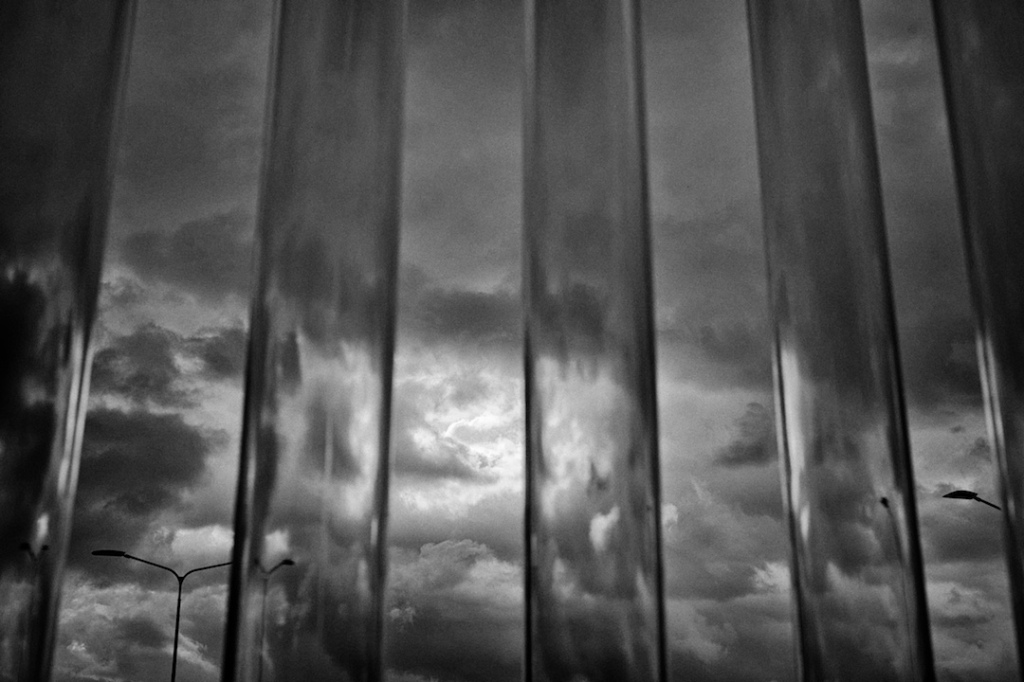 Faraway clouds in the sky through the bars of the city of nothingness, fotografo milano