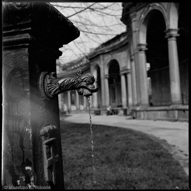 Ancient old fountain, Black and white, fotografo milano