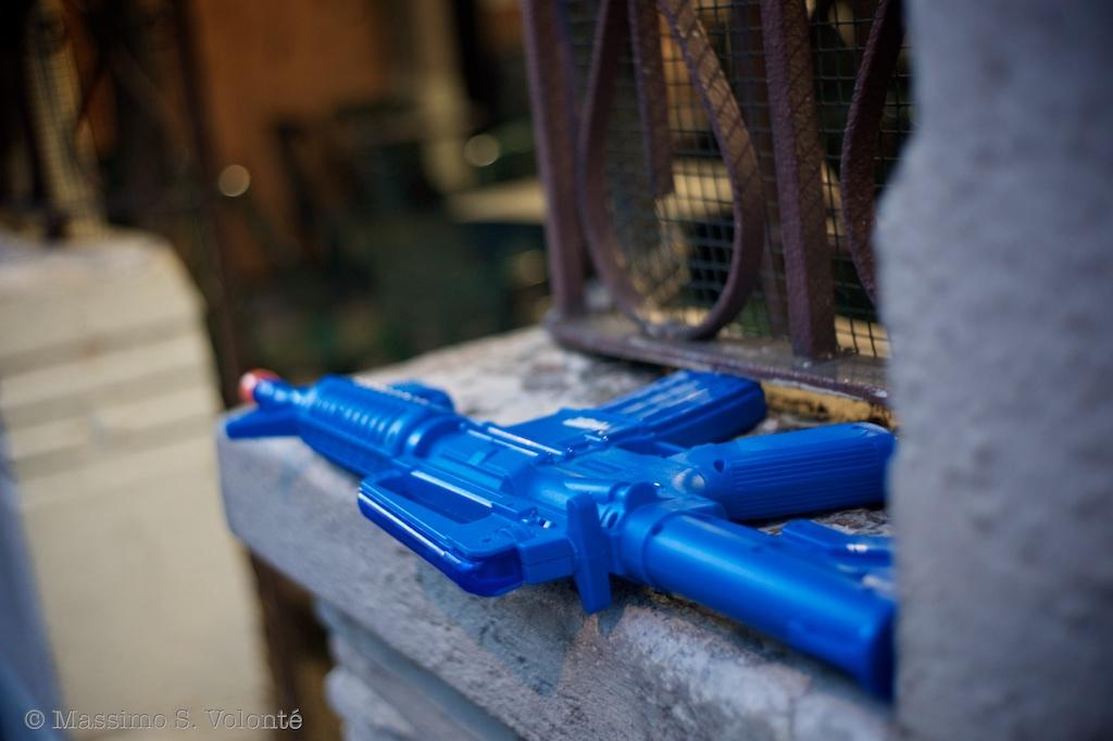 Blue gun, Volonte Fotografo Milano