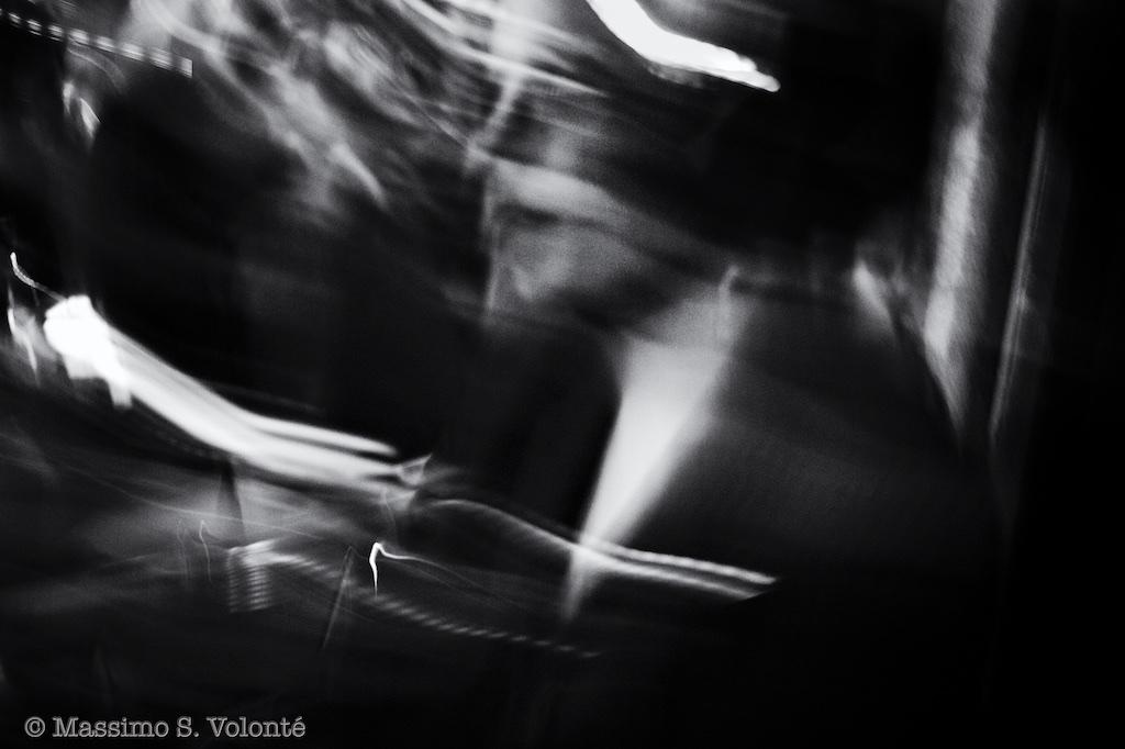 Blurred portrait of a woman, monochrome, Volonte fotografo milano