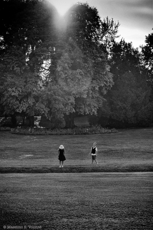 A girl and a boy playing in a field, monochrome, Volonte fotografo Milano