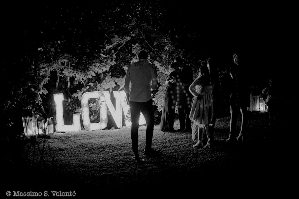 Love at clear letters, Black and white, Fotografo matrimonio Milano