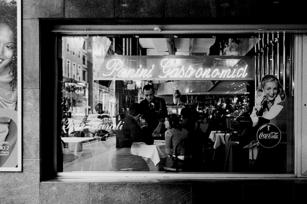 Bar Window scene, Volonte' Fotografo Milano